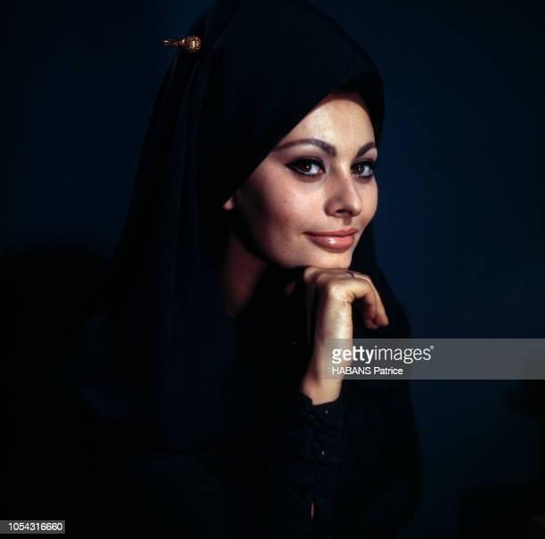 Portrait de l'actrice italienne Sophia LOREN lors du tournage du film La Chute de l'empire romain' d'Anthony Mann Février 1963 Portrait de 3/4 de...