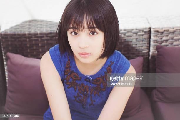Portrait de l'actrice japonaise Suzu Hirose lors du photocall du film Notre petite sur pendant le 68eme Festival du Film Annuel au Palais des...