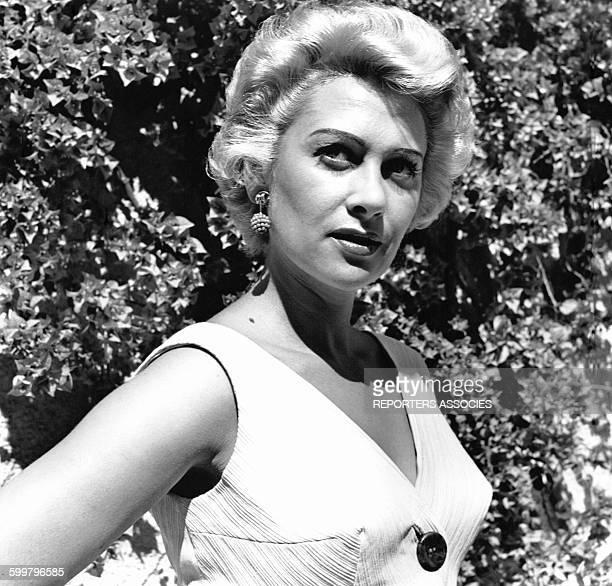 Portrait de l'actrice Martine Carol en France circa 1960