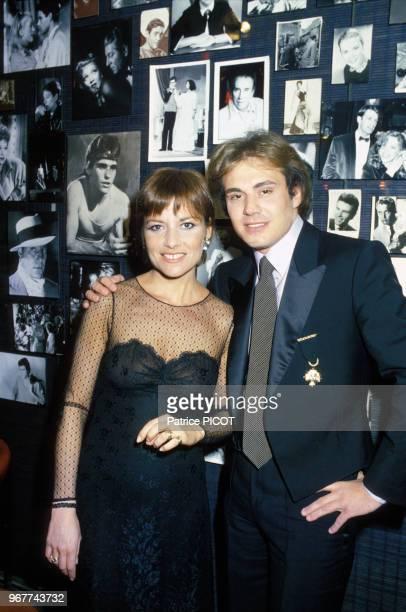 Portrait de l'actrice Nicole Calfan et de son époux le chanteur François Valéry lors d'une soirée de cinquantenaire à l'Espace Cardin le 13 février...