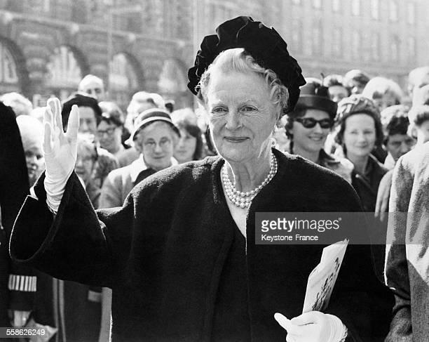 Portrait de Lady Churchill epouse de Winston Churchill le jour de ses 80 ans alors qu'elle se rendait dans un grand restaurant ou elle invitait sa...