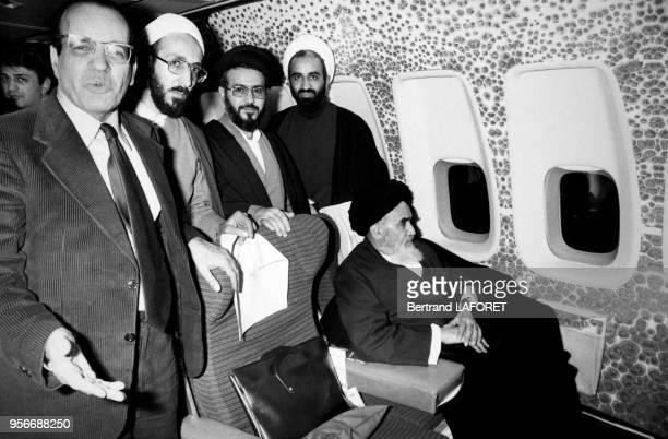 Portrait de l'Ayatollah Khomeiny dirigeant intégriste iranien à bord d'un avion Boeing pour préparer la Révolution Islamique en Iran le 1er février...