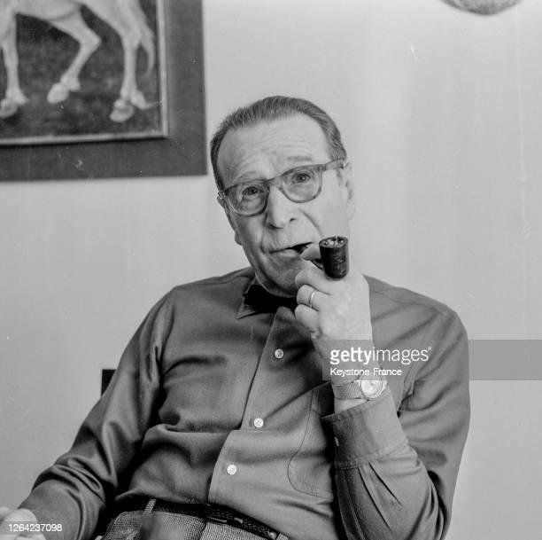 Portrait de l'écrivain belge Georges Simenon dans sa maison d'Epalinges le 25 mars 1969 près de Lausanne en Suisse.