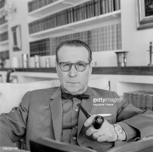 Portrait de l'écrivain belge Georges Simenon dans sa maison d'Epalinges en Suisse, le 25 mars 1969.