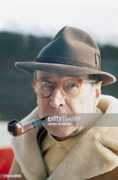Portrait de l'écrivain belge Georges Simenon en vacances à Lausanne, Suisse