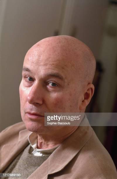 Portrait de l'écrivain français Gabriel Matzneff dans son appartement parisien