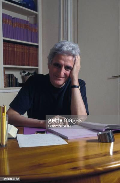 Portrait de l'écrivain français JeanLoup Dabadie en 1993
