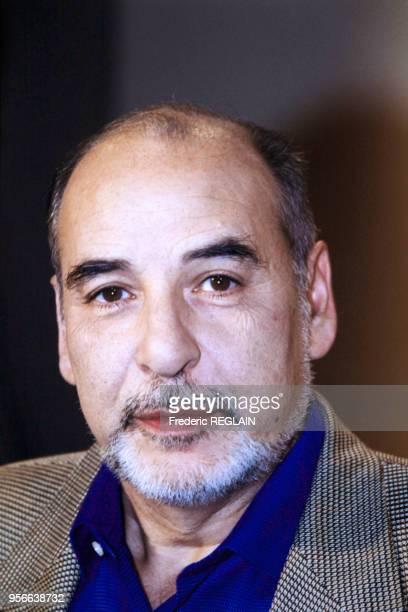 Portrait de l'écrivain Tahar Ben Jelloun lors de l'émission 'Bouillon de Culture' sur les visages de la violence le 12 janvier 2001 en France