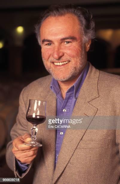 Portrait de l'homme d'affaire Jacques Ribourel dans son vignoble du Languedoc le 11 avril 1995 France