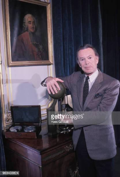 Portrait de l'homme politique Albin Chalandon chez lui à Paris en mai 1987 France