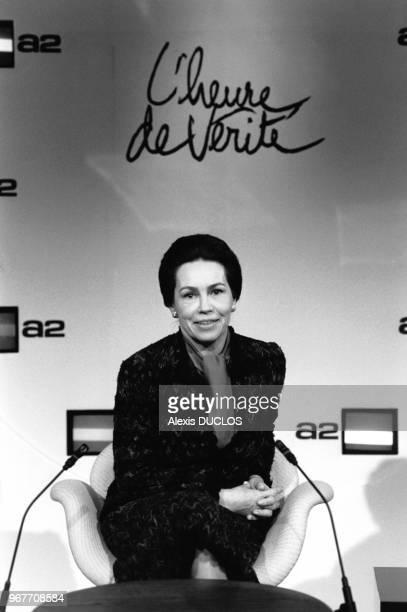 Portrait de MarieFrance Garaud femme politique sur le plateau de l'émission télévisée 'L'Heure de Vérité' le 18 décembre 1985 à Paris France