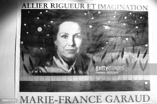 Portrait de MarieFrance Garaud sur une affiche électorale le 10 octobre 1985 à Paris France