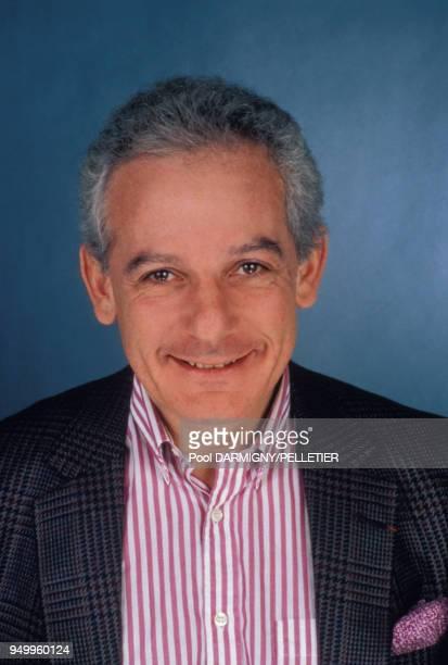 Portrait de Marin Karmitz producteur et réalisateur en février 1988 à Paris France