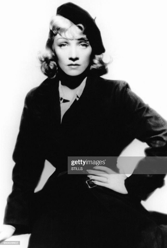 Portrait de Marlène Dietrich en studio dans les années 50 : Photo d'actualité