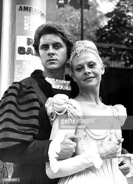 Portrait de Michel Le Royer et Christiane Minazzoli dans la pièce de théâtre 'La reine galante' d'André Castelot mise en scène par JeanPierre Grenier...