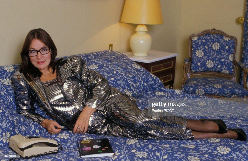 Nana Mouskouri chez elle en 1986 : Photo d'actualité