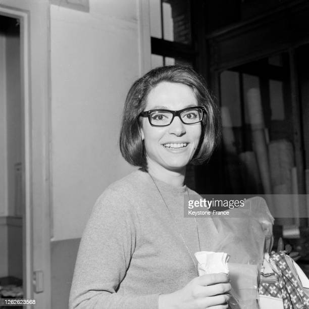 Portrait de Nana Mouskouri à Paris France le 4 mars 1964