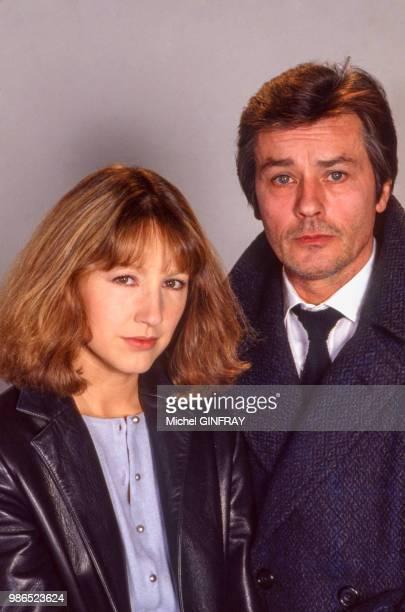 Portrait de Nathalie Baye et Alain Delon posent pour le film 'Notre Histoire' réalisé par Bertrand Blier en 1984 Paris France