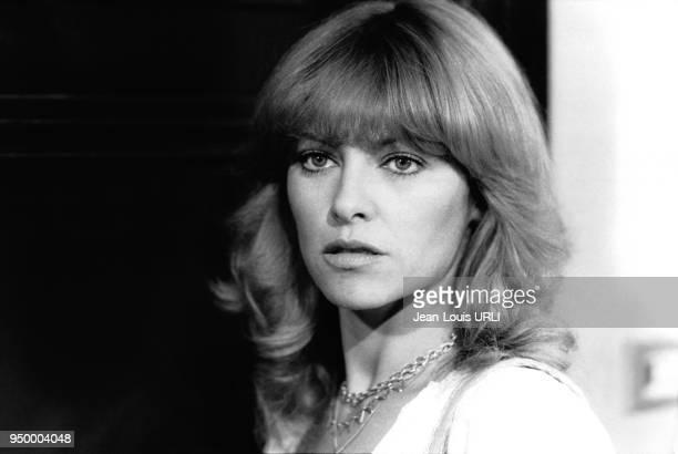 Portrait de Nathalie Delon actrice française sur le tournage du film Seagulls fly low en août 1977