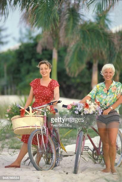 Portrait de Pauline et Bernadette Lafont en avril 1988 Bahamas