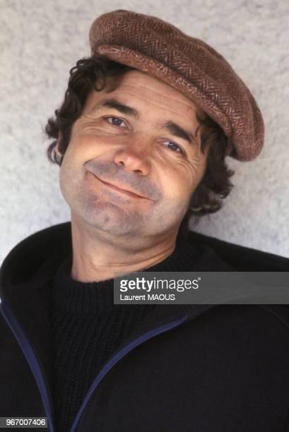 Portrait de Pierre Perret chez lui le 22 novembre 1976 à Nangis, France.