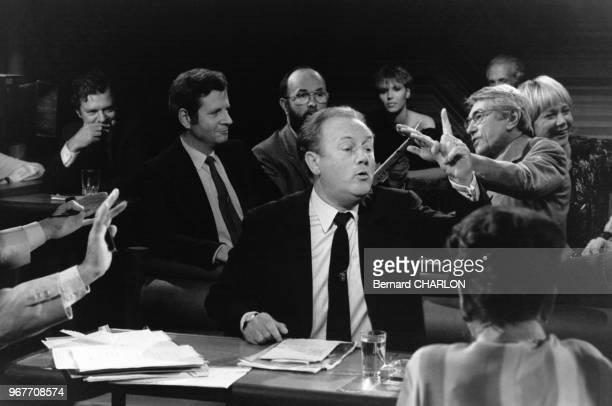 Portrait de Robert Hersant patron de presse invité de l'émission de télévision 'Droit de Réponse' le 25 septembre 1982 en France