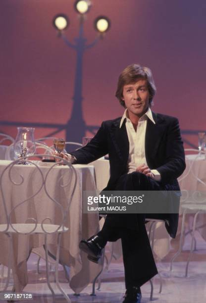 Portrait de Roddy Llewellyn journaliste britannique et présentateur de télévision lors d'une émission avec Petula Clark le 23 février 19778 à Paris...