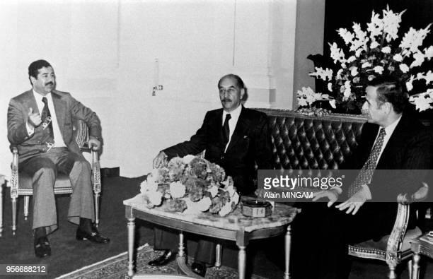 Portrait de Saddam Hussein Ahmad alBakr et Bachar elAssad lors d'un sommet antiégyptien le 5 novembre 1978 à Bagdad Irak
