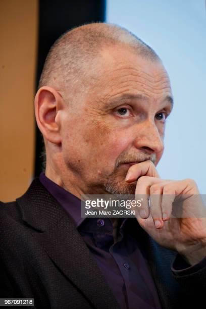 Portrait de Serge Tisseron docteur en psychologie psychiatre et psychanalyste français spécialiste de la photographie le 15 mars 2008 à Paris France...