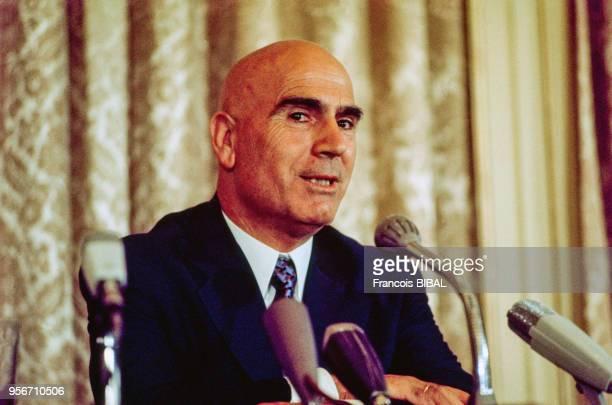 Portrait de Stylianos Pattakos le ministre grec de l'Intérieur lors d'une conférence de presse