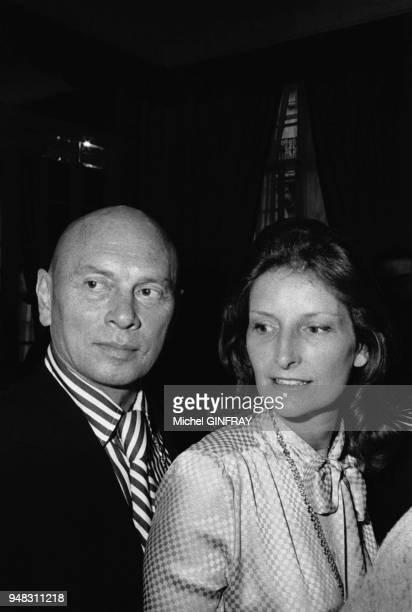 Portrait de Yul Brynner et de son épouse Jacqueline de Croisset en 1974