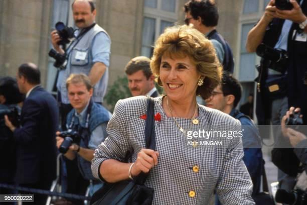 Portrait d'Edith Cresson sortant de l'Elysée circa 1980 à Paris France