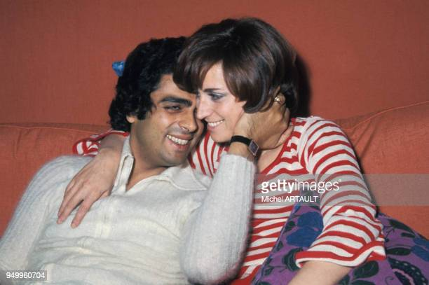 Portrait d'Enrico Macias avec sa femme Suzy circa 1970 à Paris France