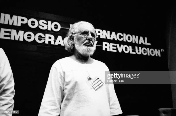 Portrait d'Ernesto Cardenal lors du Symposium international de la démocratie et de la révolution à Managua en juillet 1989 Nicaragua