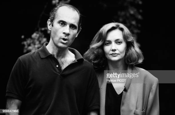 Portrait des acteurs Guy Marchand et Caroline Cellier sur le tournage du film 'P'tit Con' le 7 septembre 1983 en France.
