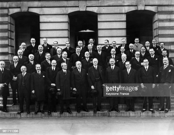 Portrait des ambassadeurs accrédités venus présenter leurs respects au nouveau secrétaire d'état Henry L Stimson à Washington aux EtatsUnis le 3...