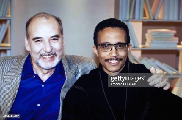 Portrait des écrivains Tahar BenJelloun et Yasmina Khadra lors de l'émission 'Bouillon de Culture' sur les visages de la violence le 12 janvier 2001...