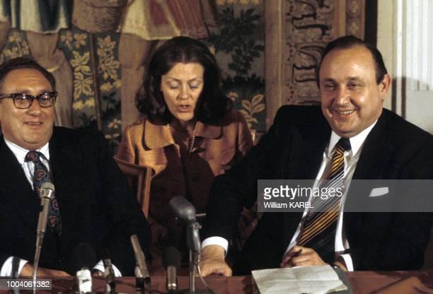 Portrait des ministres des Affaires Etrangères américain Henry Kissinger et ouestallemand HansDietrich Genscher le 11 juin 1974 en Autriche