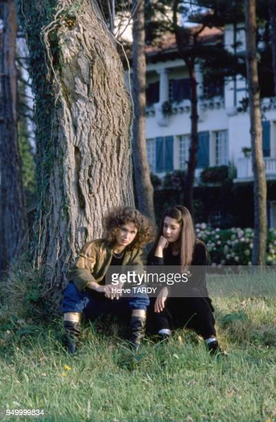 Portrait des soeurs Labèque en juin 1983 à SaintJeande Luz France