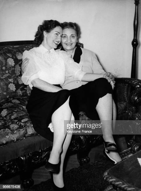 Portrait d'Evangelia Dimitriadou, la mère et de Yakinthi Kaloyeropoulos, la soeur de Maria Callas.