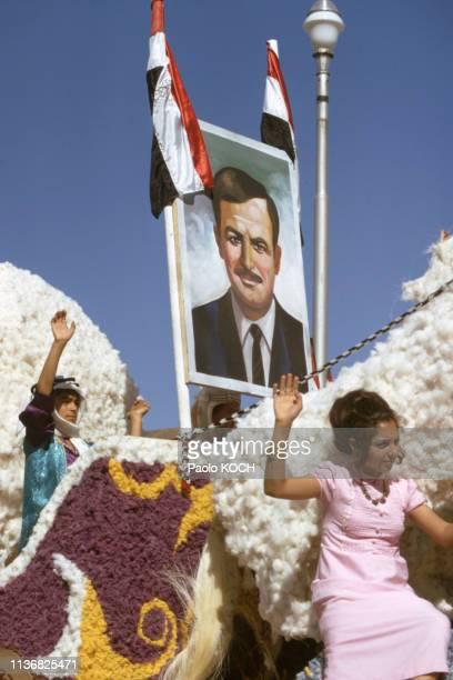 Portrait d'Hafez elAssad lors d'un défilé en Syrie en novembre 1972