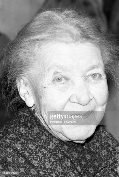 Portrait d'Hélène Dieudonné actrice chez elle en février 1976 à Beauvais France