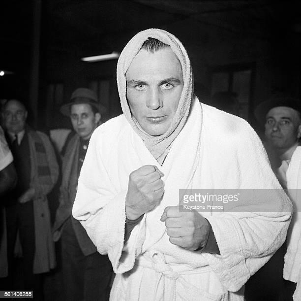 Portrait du boxeur allemand Gustav Scholz à la pesée à Paris France le 5 mars 1958
