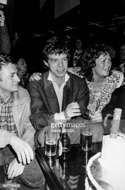 Portrait du chanteur anglais Mick Jagger lors d'une soirée de catch féminin au Krypton le 16 novembre 1982 à Paris France