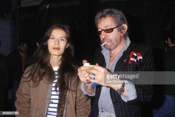 Portrait du chanteur auteurcompositeur Serhe Gainsbourg et de sa compagne Bambou lors des Antennes d'Or le 6 avril 1987 en France
