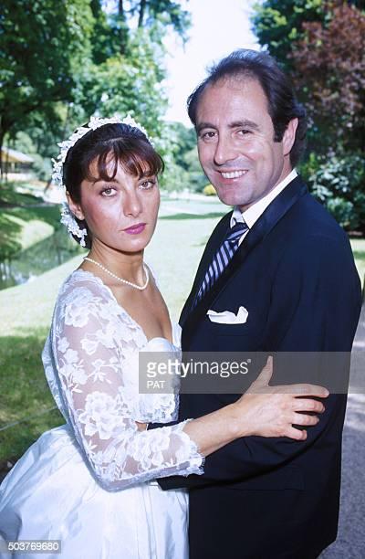 Portrait du chanteur Michel Delpech et Geneviève GarnierFabre le jour de leur mariage le 24 juillet 1985 en France