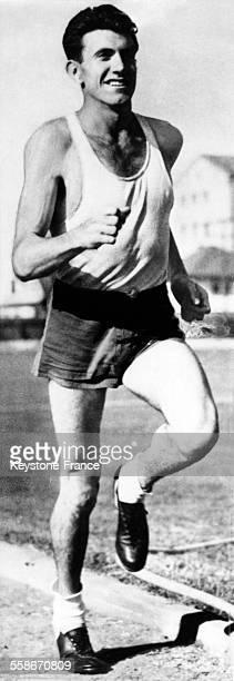Portrait du coureur de fond Louis Zamperini à Los Angeles, Californie, aux Etats-Unis, le 21 mai 1938.