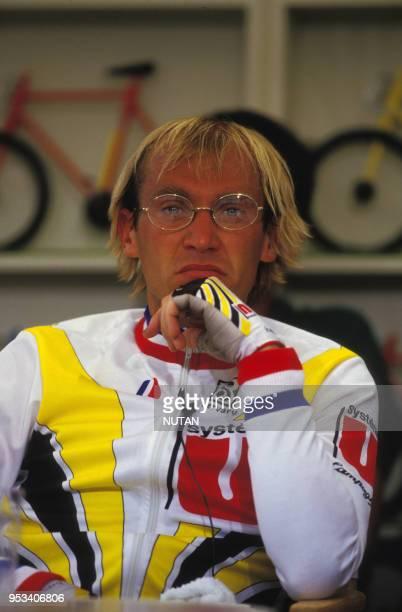 Portrait du cycliste français Laurent Fignon, à Bruxelles, Belgique.