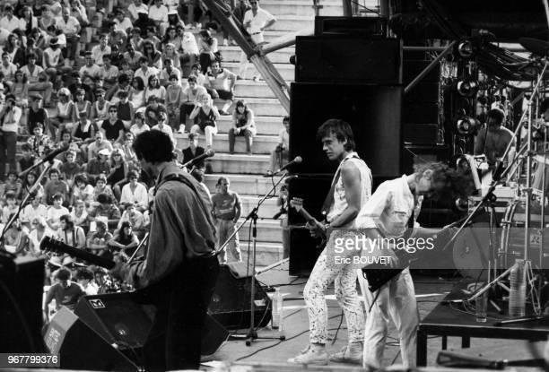 Portrait du groupe de rock français Téléphone lors d'un concert dans le cadre d'un festival de rock sur l'Acropole le 27 juillet 1985 à Athènes Grèce