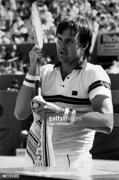 Portrait du joueur de tennis américain Jimmy Connors au tournoi de RolandGarros le 25 mai 1982 à Paris France